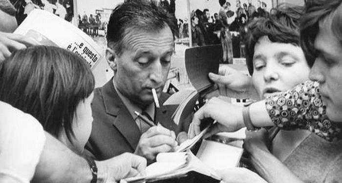 Gianni Rodari - L'incontro decisivo tra i ragazzi e i libri avviene sui banchi di scuola