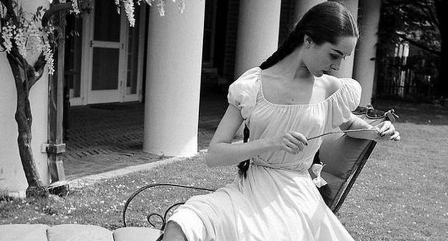 Cristina Campo - Si ripiegano i bianchi abiti estivi