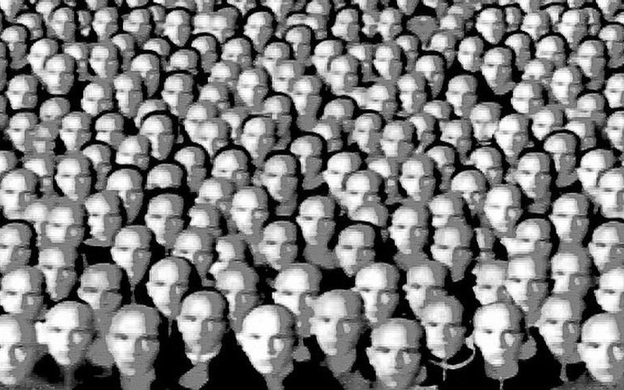 Sigmund Freud - La massa non conosce dubbi o incertezze