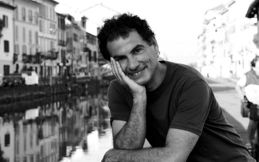 Andrea De Carlo - È un lavoro, essere felici
