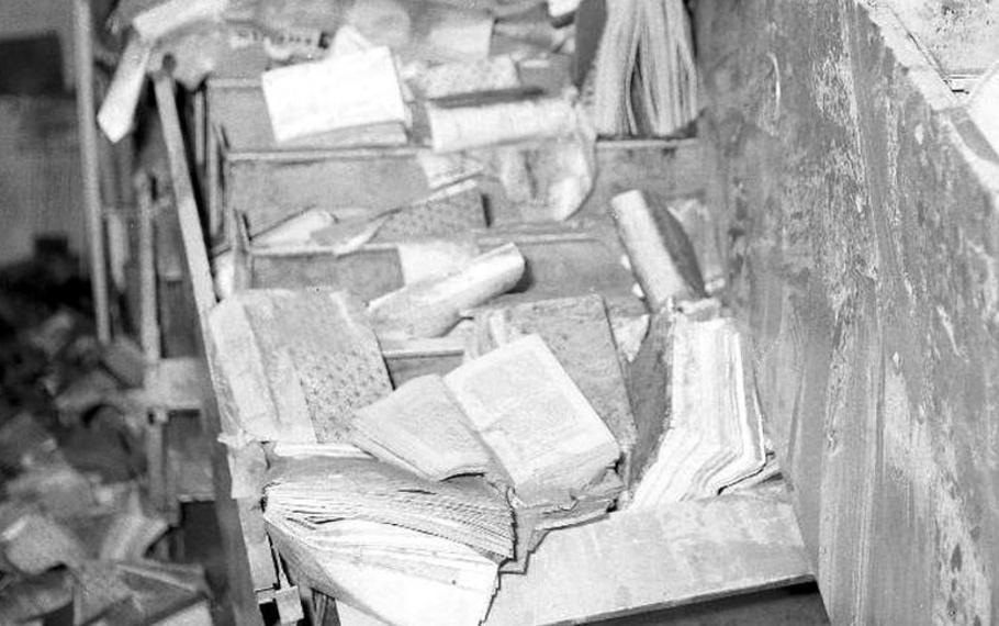 Eugenio Montale - L?alluvione ha sommerso il pack dei mobili