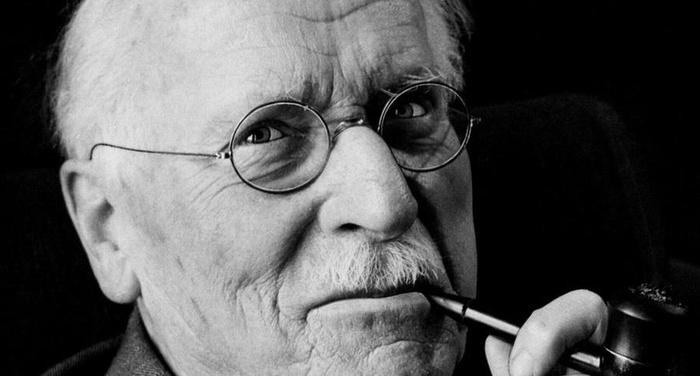 Carl Gustav Jung - Dobbiamo distinguere nella psiche tre strati