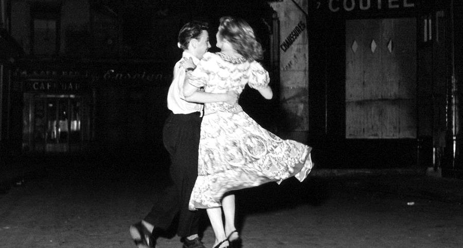 Giuseppe Tomasi di Lampedusa - Due giovanissimi innamorati che ballano insieme