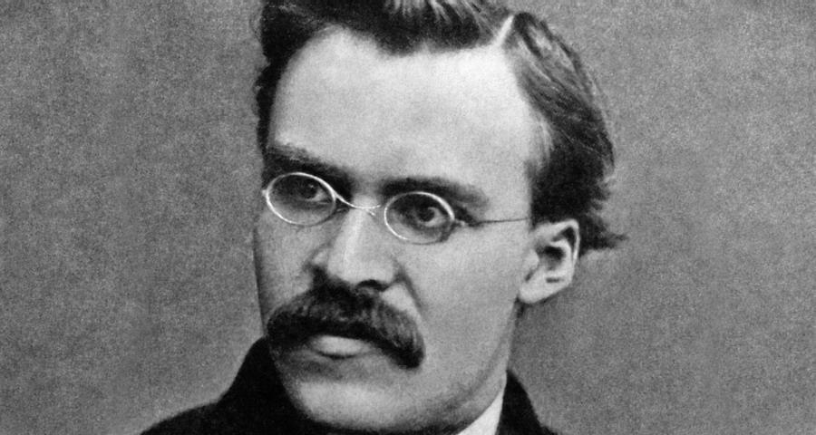 Friedrich Nietzsche - Nell'uomo l?arte della finzione raggiunge il suo culmine