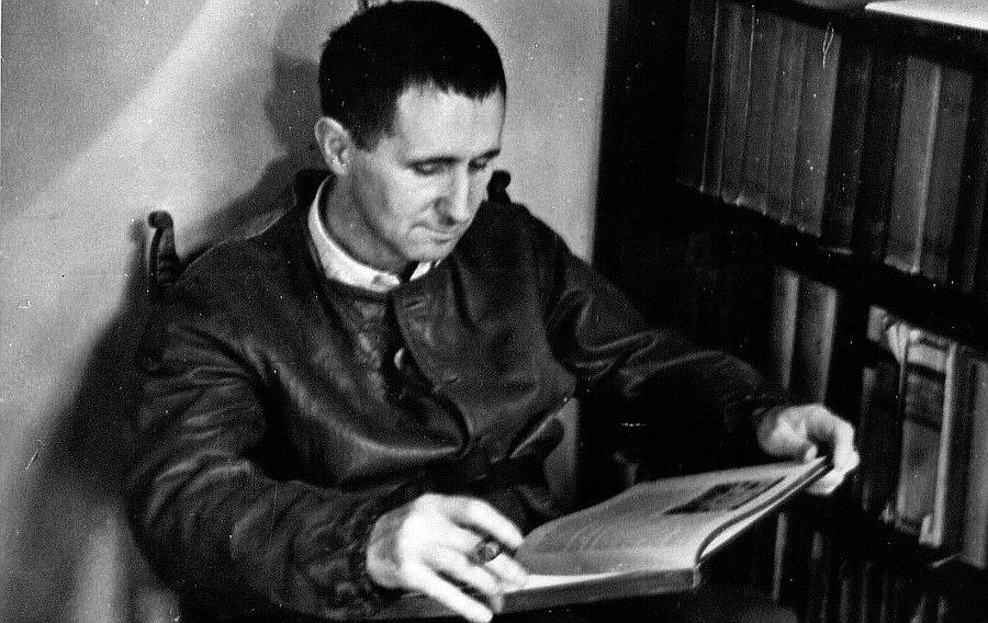 Bertolt Brecht - Dove per mille anni aveva dominato la fede, ora domina il dubbio